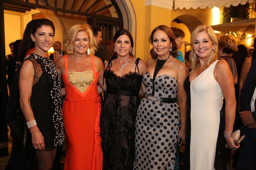 Violi Jaunarena, Caridad Pierluisi, Emilia Abislaimán, Annette Escudero y Daphne Bechara.Foto José R. Pérez Centeno
