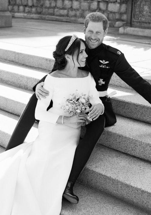 Foto oficial de la boda del príncipe Harry de Inglaterra y Meghan Markle. Las imágenes fueron captadas  por el fotógrafo que utilizó la pareja para las imágenes de su compromiso (Alexi Lubomirski/Palacio de Kensington vía AP)