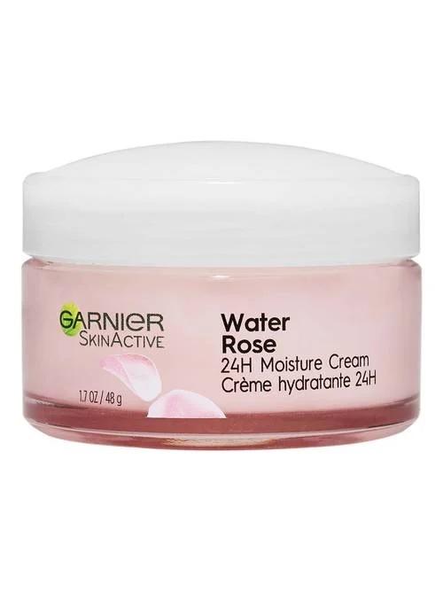 Water Rose 24H Moisture Cream de Garnier SkinActive - La unión del agua de rosas y el ácido hialurónico proporciona una hidratación duradera a través de una crema hidratante que puede aplicarse diariamente -mañana y noche- en la cara y el cuello después de la limpieza. Disponible en farmacias y tiendas. (Suministrada)