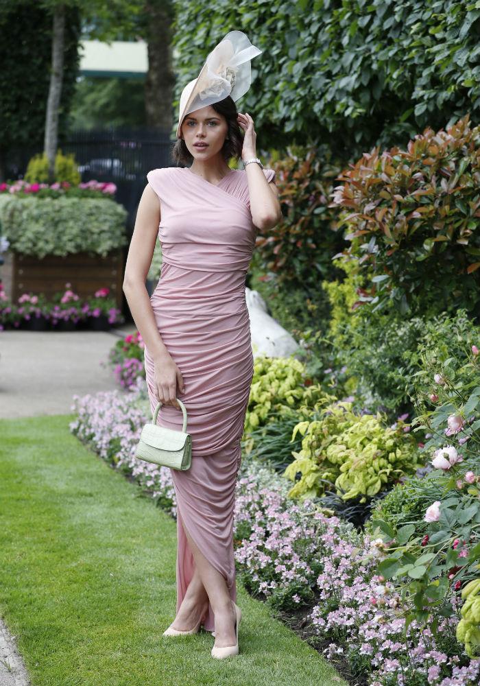 Actualmente, a Royal Ascot, asisten modelos, actrices, nobles, empresarios y millonarios. En la foto, la modelo de Victoria's Secret Georgia Fowler. (AP)