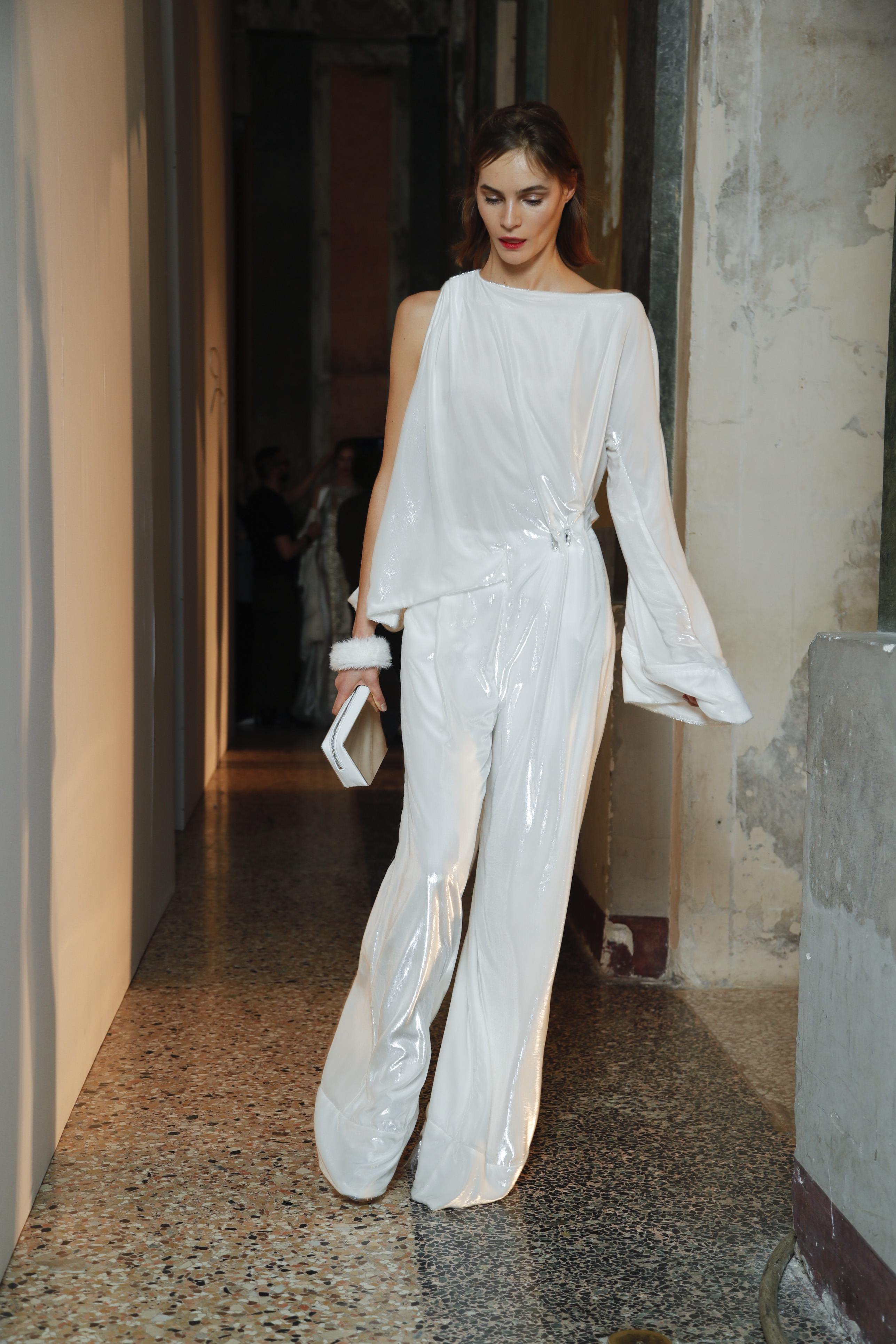 """De pierna ancha – En actividades de gala, algunas mujeres optan por un """"jumpsuit"""" de pierna ancha en lugar de un clásico vestido formal. (Foto: WGSN)"""