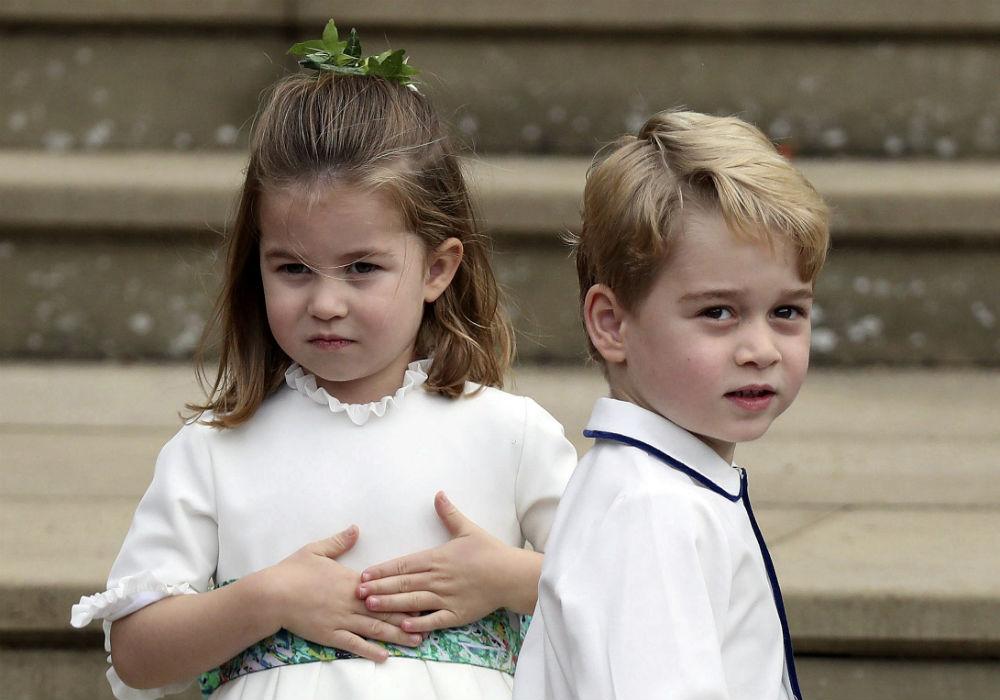 El príncipe George y la princesa Charlotte fueron parte del séquito de la boda de la princesa Eugenie con Jack Brooksbank. (AP)