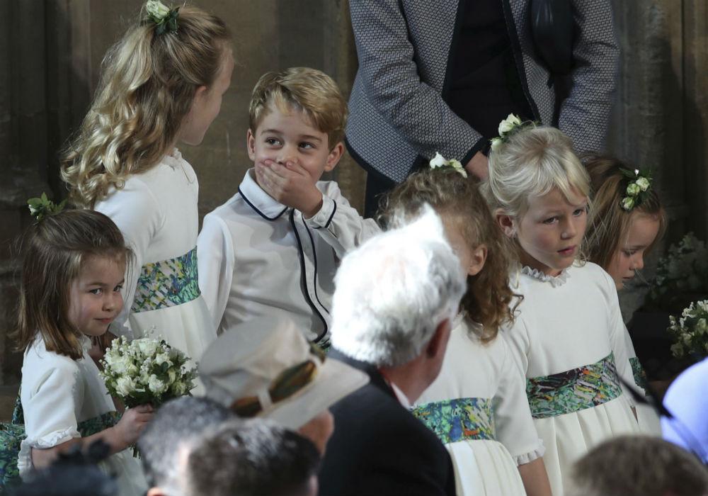 Sin embargo, algo pareció llamar la atención del príncipe George durante prácticamente toda la ceremonia. (AP)