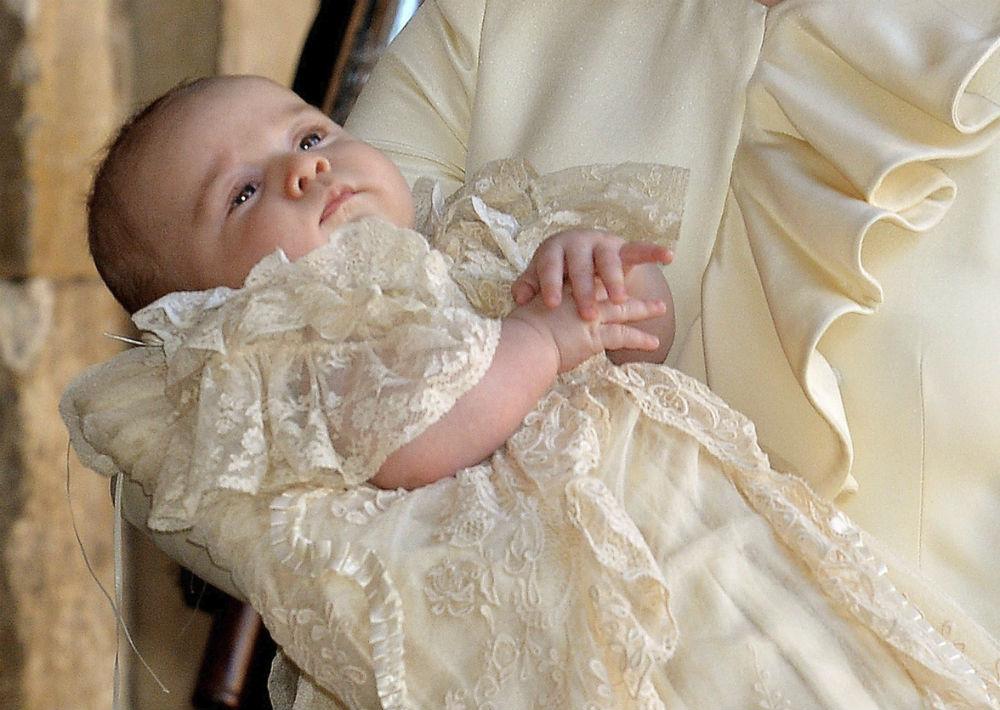 El príncipe George de Cambridge recibió el sacramento del bautismo con tan solo tres meses de nacido el 23 de octubre de 2013. (EFE)