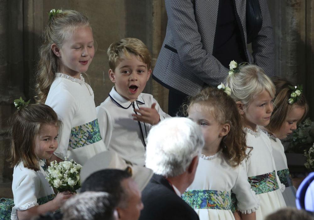 Los niños suelen ser una de las imágenes más tiernes del séquito,. (AP)