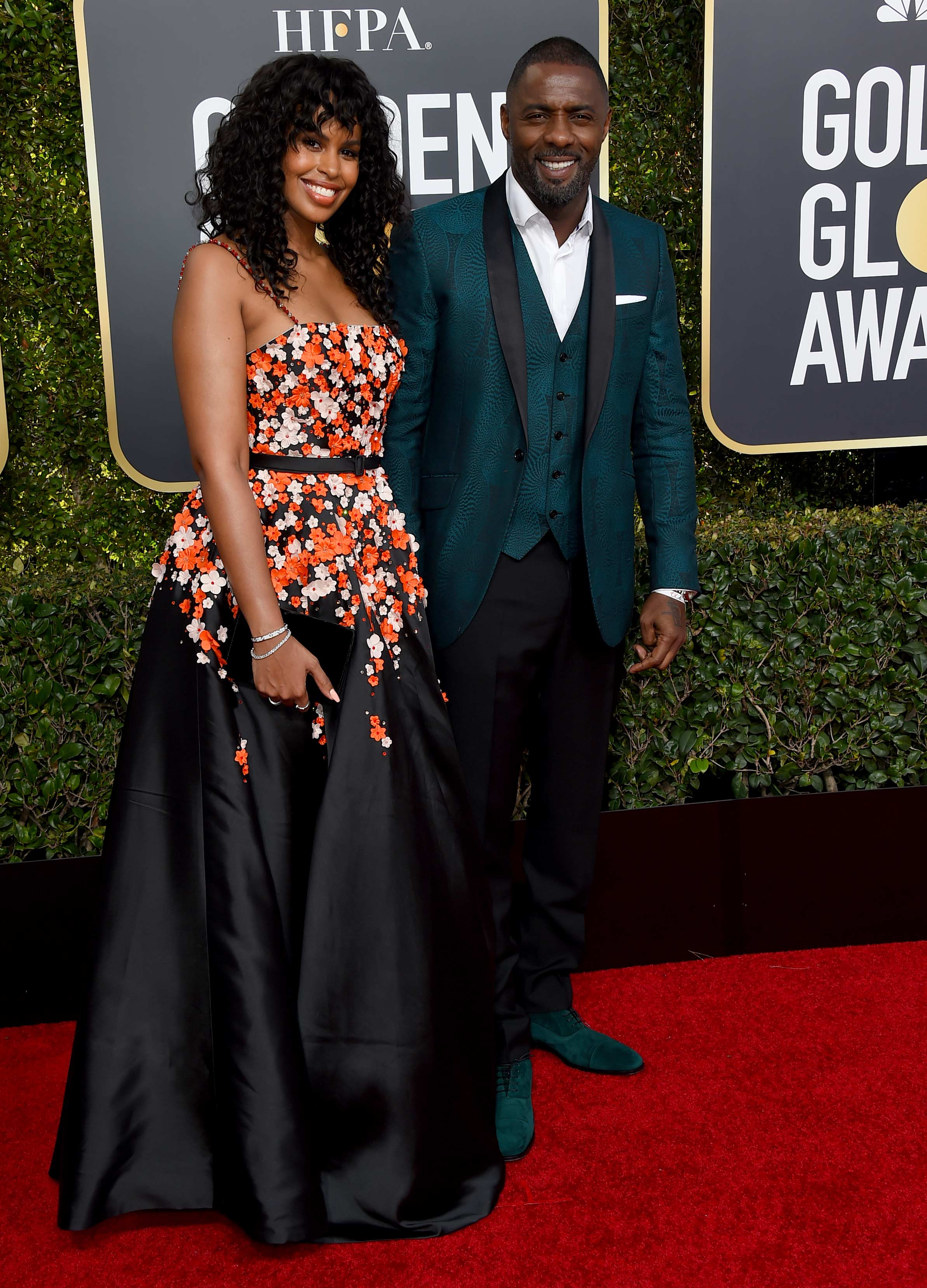 Idris Elba y Sabrina Dhowre no solo desfilaron su amor sino mucha elegancia en la alfombra roja de los Golden Globe 2019. (Foto: AP)