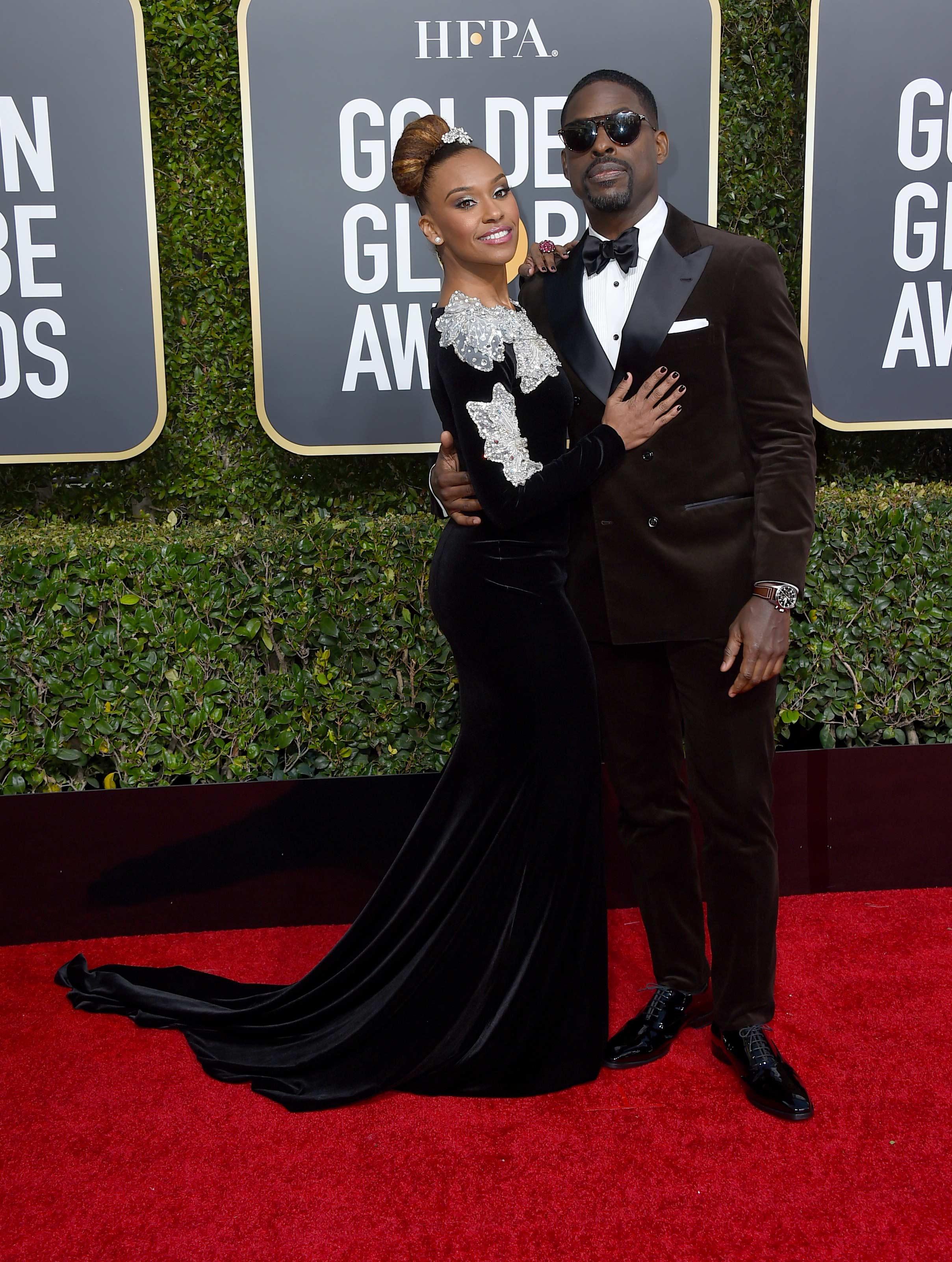 Sterling K. Brown y Ryan Michelle Bath, otra de las parejas más estables de Hollywood: llevan doce años de casados y estuvieron en los Golden Globe. (Foto: AP)