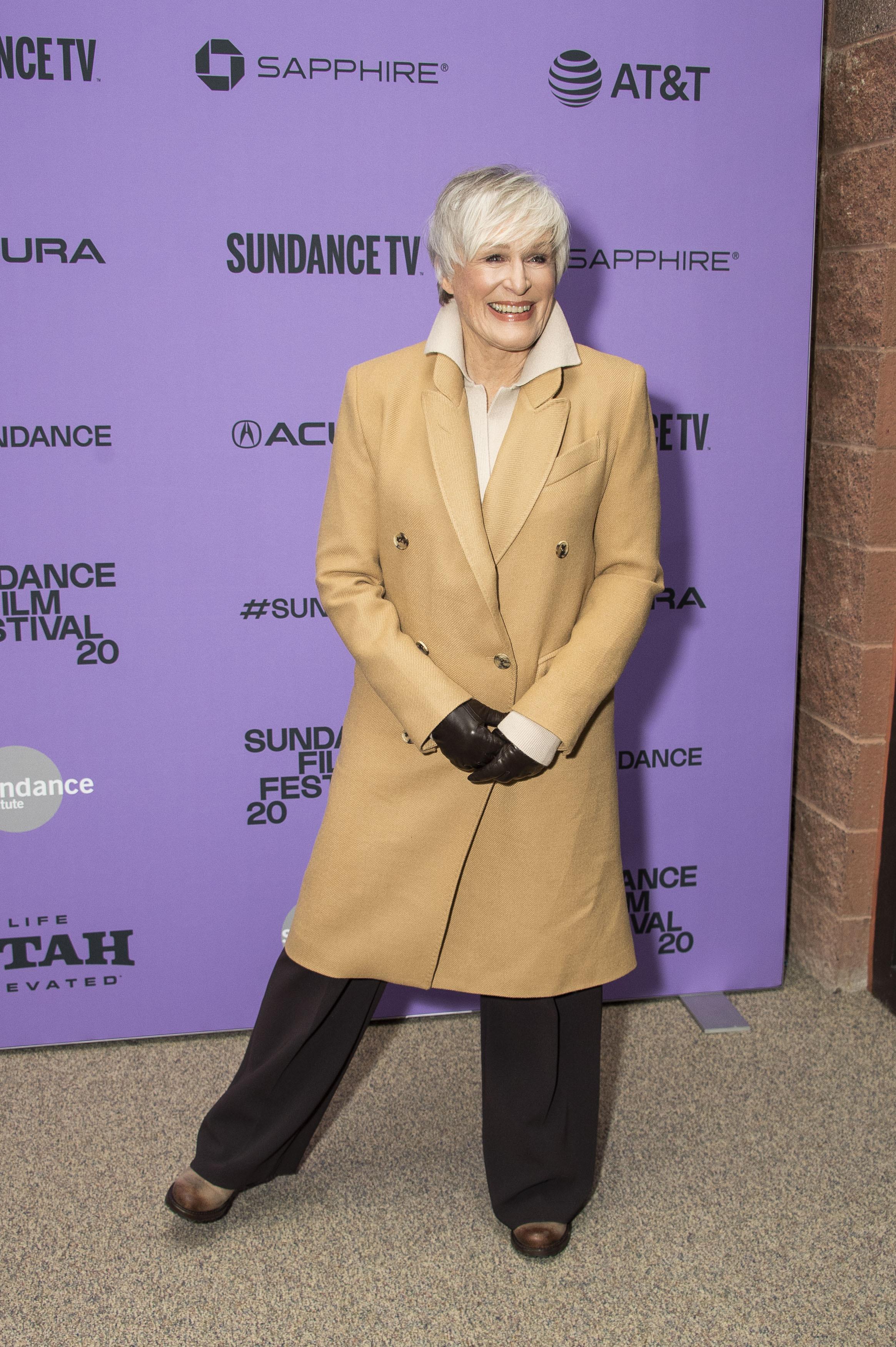 La actriz Glenn Close es una de las celebridades del mundo del espectáculo que ha agradado a sus seguidores con la decisión de llevar el cabello canoso. (Archivo)