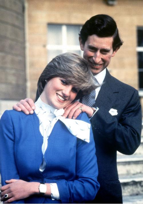 24 de febrero de 1981. El príncipe Charles y Lady Diana luego de anunciar su compromiso. Diana falleció en un accidente de auto en el 1997, tras un complicado divorcio con el príncipe. (AP)