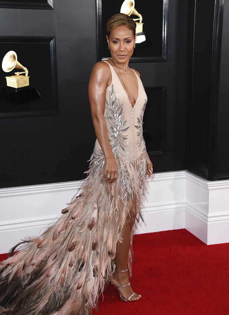 El vestido de espalda baja de la actriz Jada Pinkett Smith revolucionó las redes sociales. (Foto:AP)