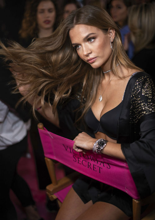 """Las modelos han disfrutado de la experiencia tras bastidores antes del """"show"""". En la foto, Josephine Skriver. (AP)"""