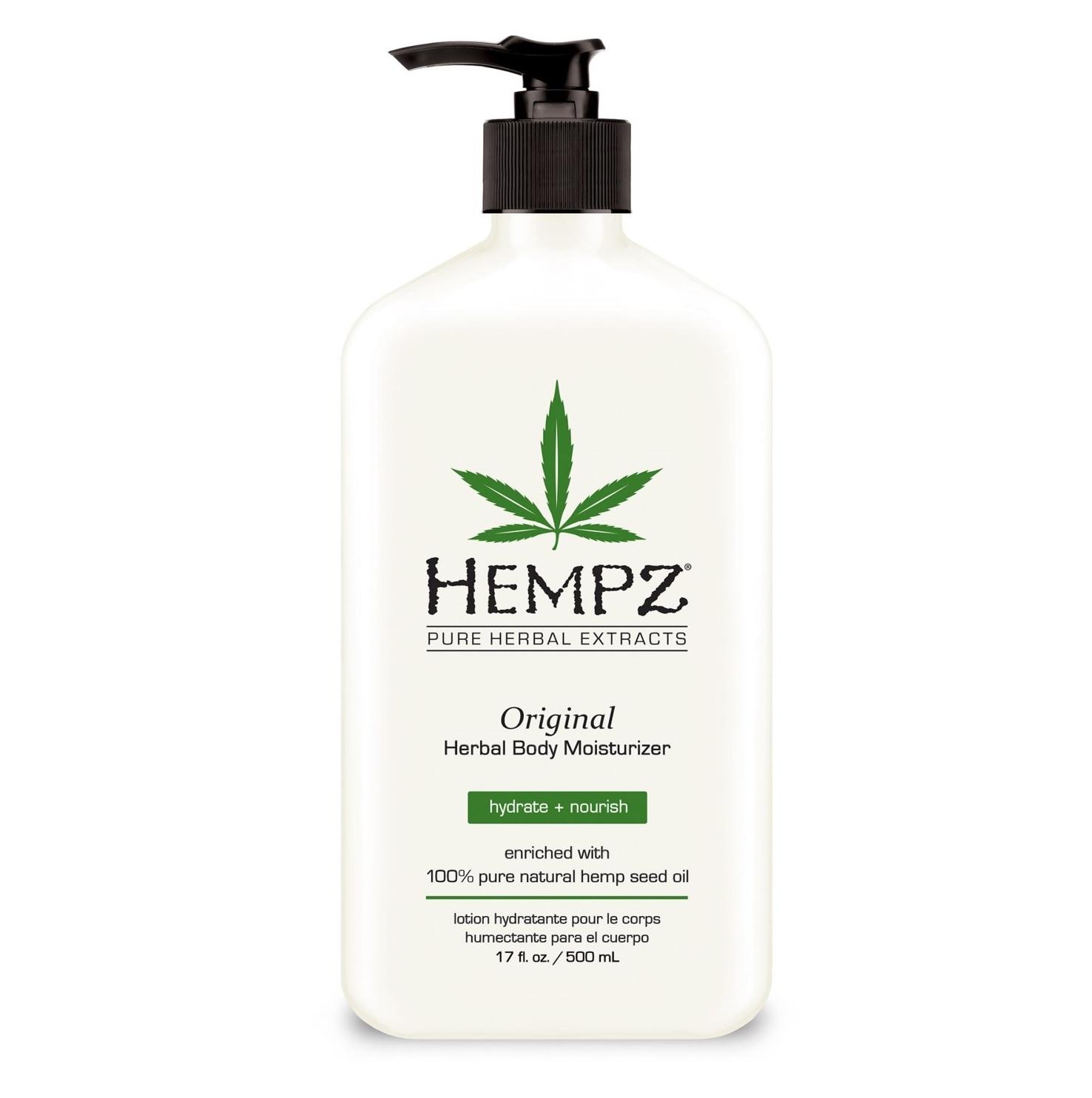 Hempz Original Herbal Body Moisturizer es un humectante para el cuerpo enriquecido en un 100% con aceite de semilla de cáñamo orgánico puro y mezclado con extractos naturales para proporcionar hidratación y nutrición a la piel. (Suministrada)