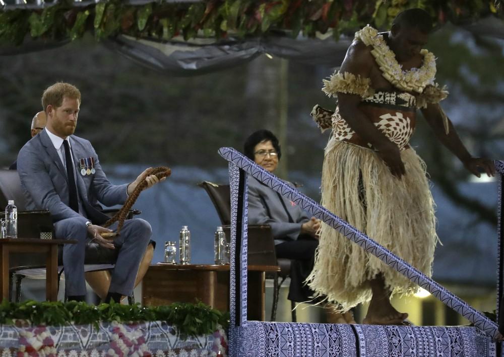 La ceremonia, conocida como Veirqaraqavi Vakvanua, estuvo llena de guiños a la cultura, la identidad y la herencia de fiyianos nativos. (Foto: AP)