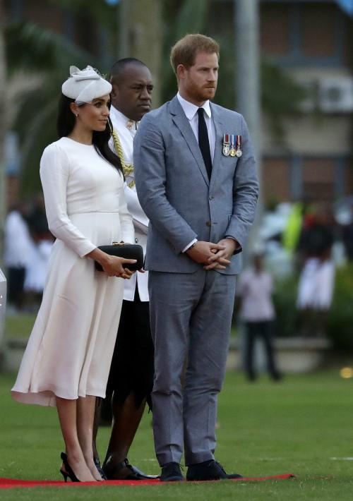 Después de que Harry pasara revista a las tropas en el aeropuerto, el matrimonio llegó a Albert Park en donde comenzó una ceremonia oficial de bienvenida. (Foto: AP)