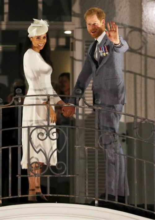 Después de un día lleno de actos oficiales, los duques de Sussex llegaron al Hotel Grand Pacific. (Foto: AP)