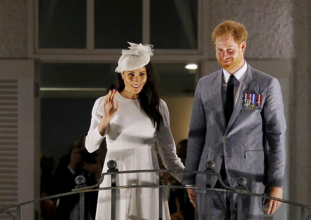 Después de este saludo, Harry y Meghan se retiraron para prepararse para la recepción y la cena que el Presidente de Fiji ofrecía en su honor. (Foto: AP)