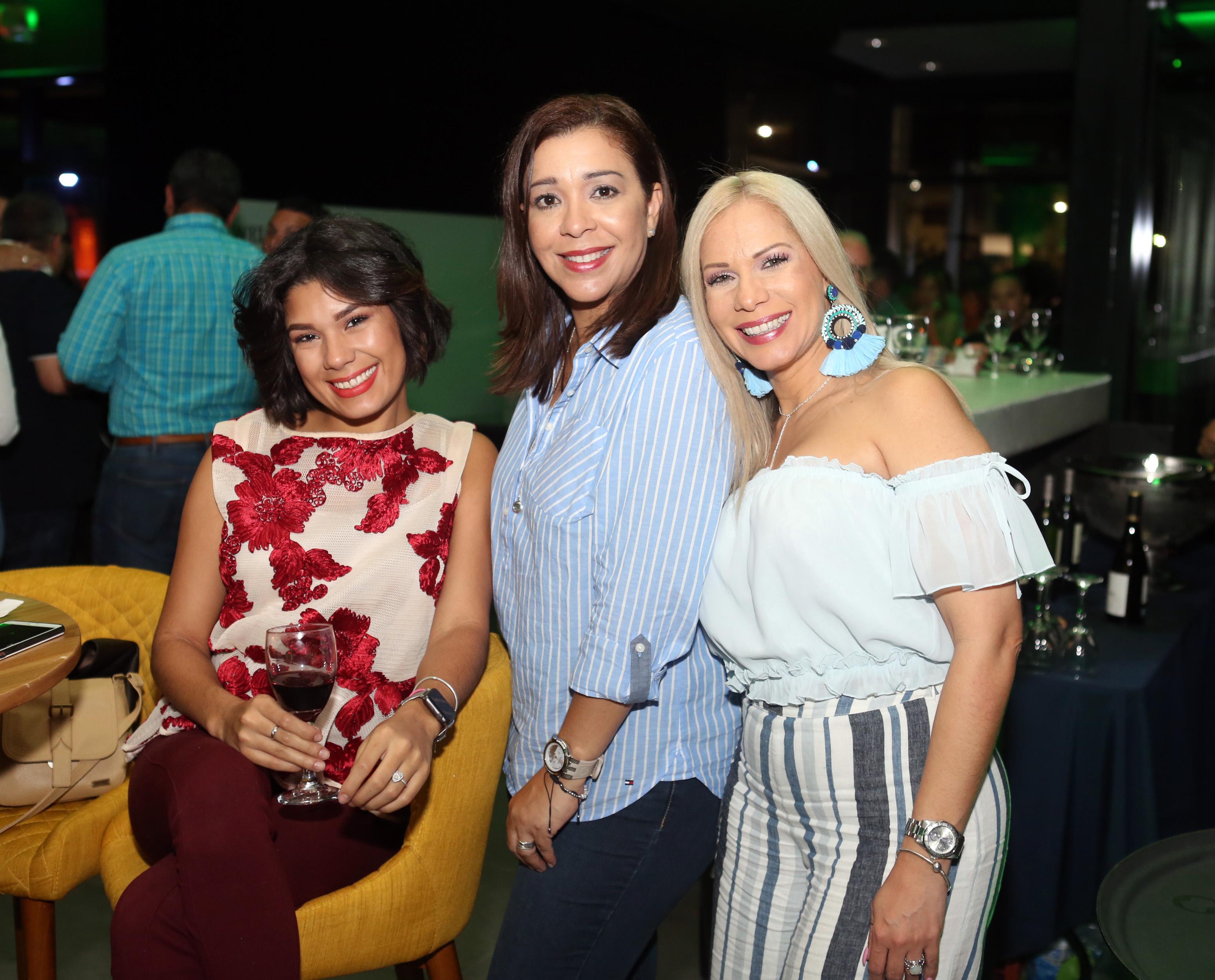 Camila Rey, Odemaris Bravo y Jessica Rey. Foto José R. Pérez Centeno.