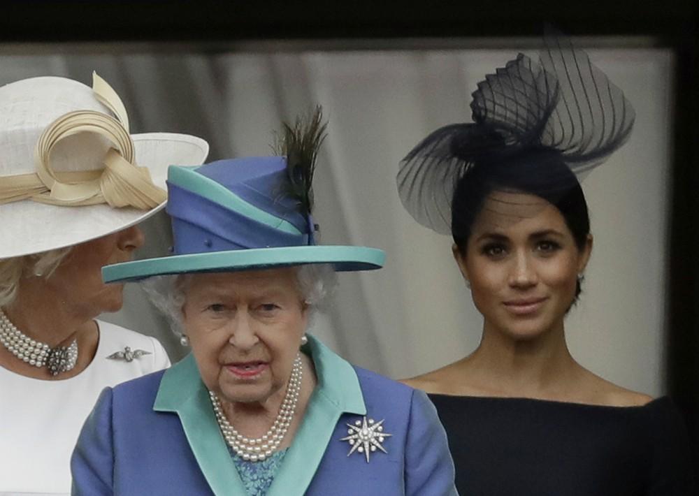La reina Elizabeth II, estuvo acompañada de otros miembros de la familia real británica. (Foto: EFE)