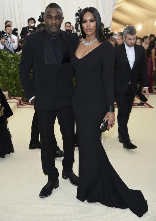 Idris Elba y Sabrina Dhowre (AP)