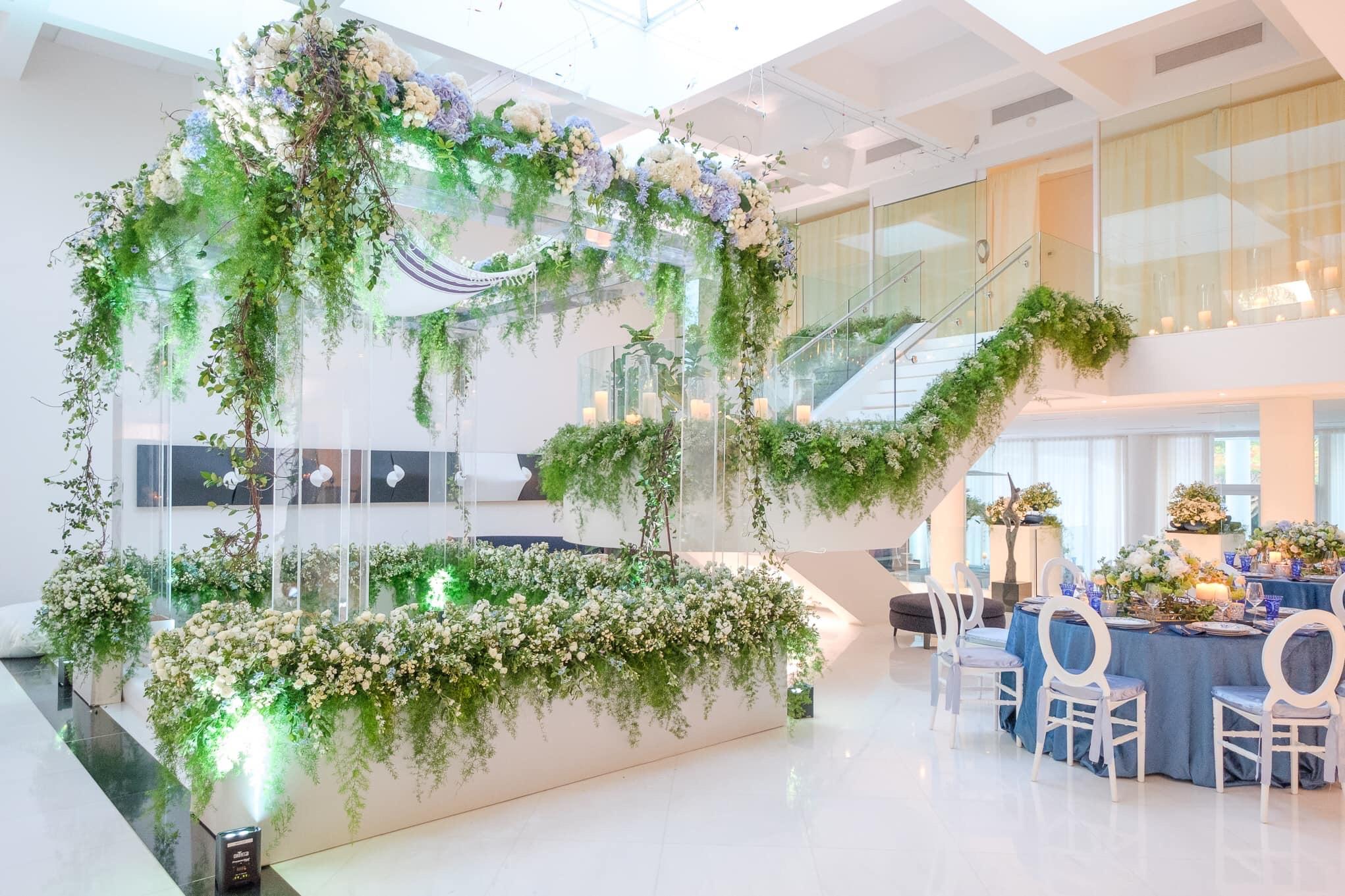 En caso de que la pareja no pueda casarse en el patio o jardín de la casa, sí es conveniente diseñar dos áreas distintas en el interior. (Ishan Robles)