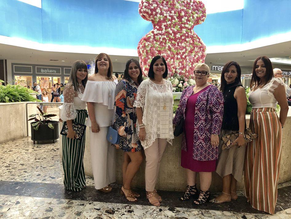 Concepción Cosme, María Pérez García, Michelle Grillasca, Myriam Figueroa, Berniz Robles y María Roig, gerente Tous en Ponce. (Foto: Suministrada)