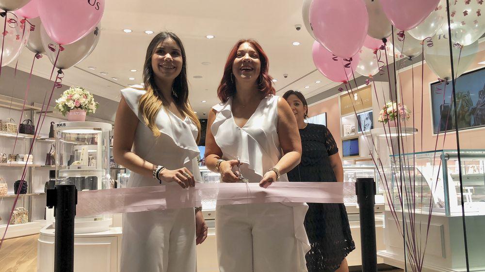 Mayrie Feliciano, gerente tienda Tous Mayagüez y Brenda Ramirez, asistente de la tienda Tous Mayagüez. (Foto: Suministrada)