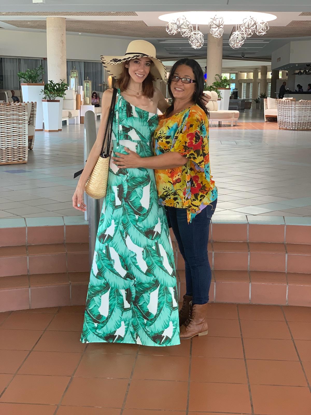 La diseñadora junto a su fiel acompañante, su mamá Teresita Correa (Suministrada)