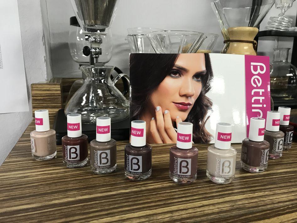 """La nueva colección de Bettina Cosmetics, """"Coffeeology"""" consta de nueve tonalidades de esmaltes para el otoño que están inspirados en el café. La Escuela de Café y Baristas de Puerto Rico colaboró en el desarrollo de estos nuevos colores. (Suministrada)"""