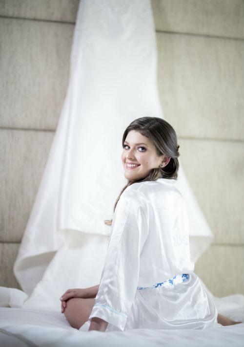 Vestido de la novia: D'Royal Bride. (Suministrada)