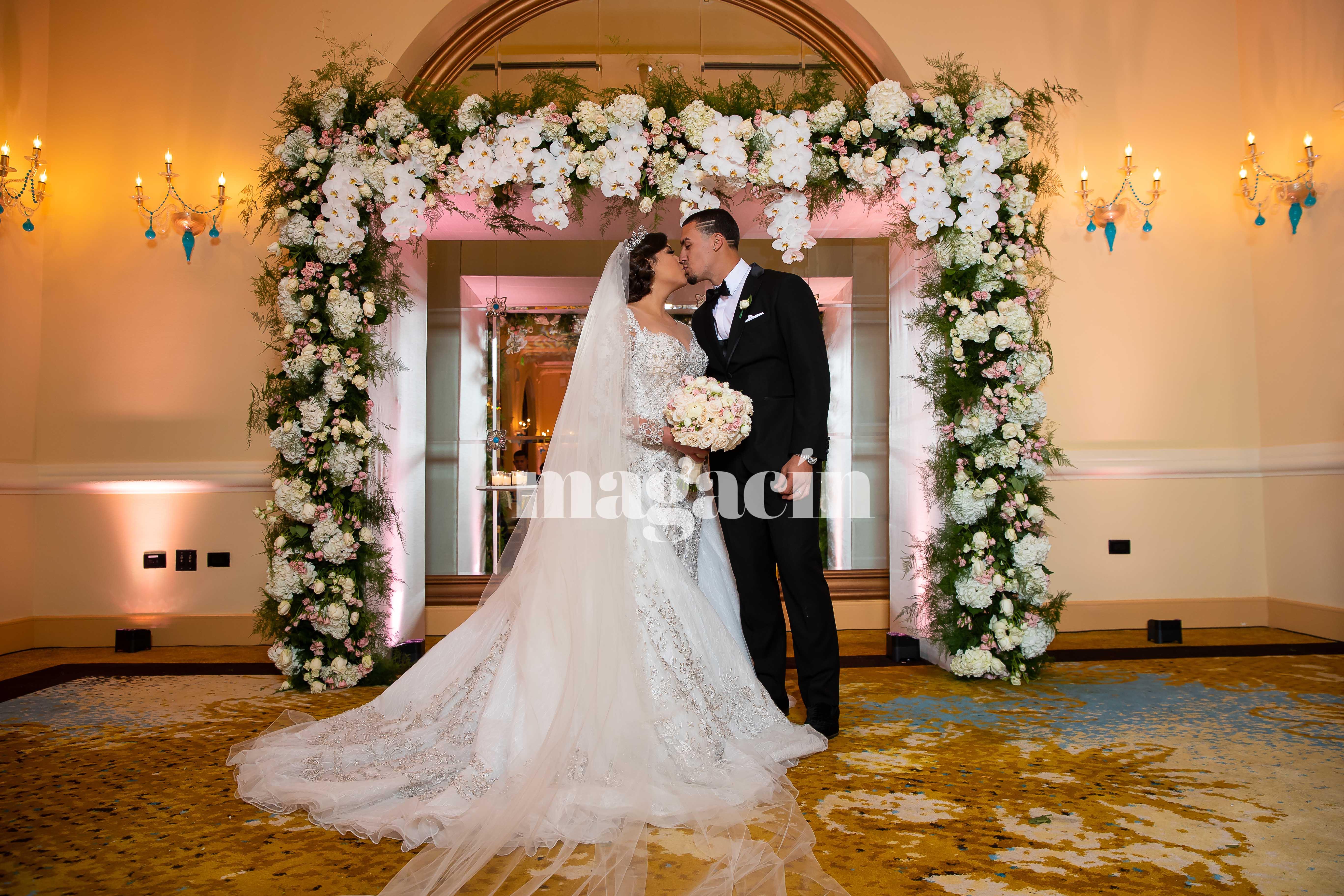El estelar intermedista de los Cachorros de Chicago, Javier Báez, y su compañera Irmarie Márquez se casaron el pasado 26 de enero. (Suministrada/ Claudette Montero)