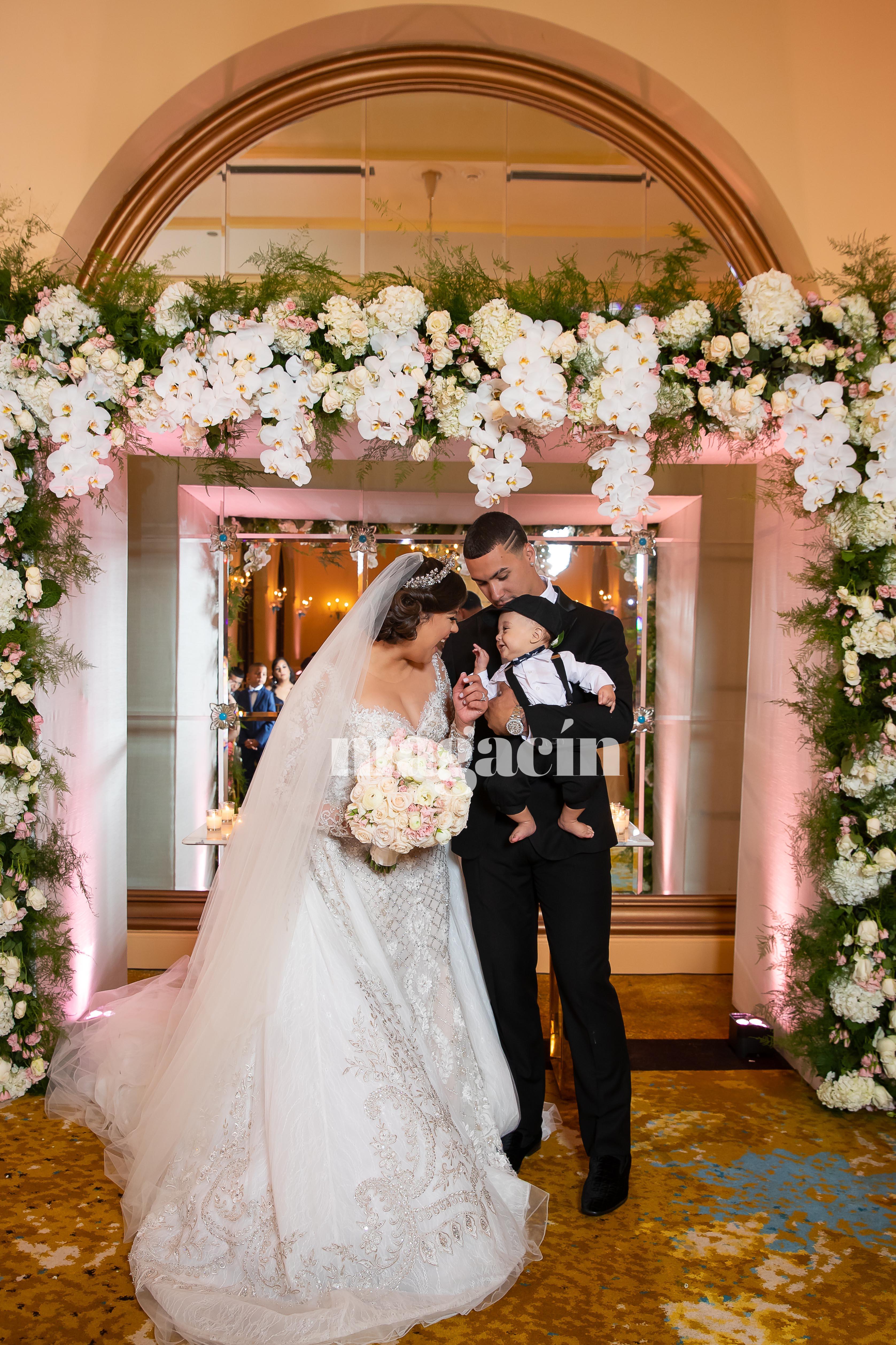 Báez y su ahora esposa se convirtieron en padres de Adrián Javier (en la foto) el 29 de junio pasado. La pareja bautizó al pequeño en San Juan semanas después de su boda. (Suministrada/ Claudette Montero)