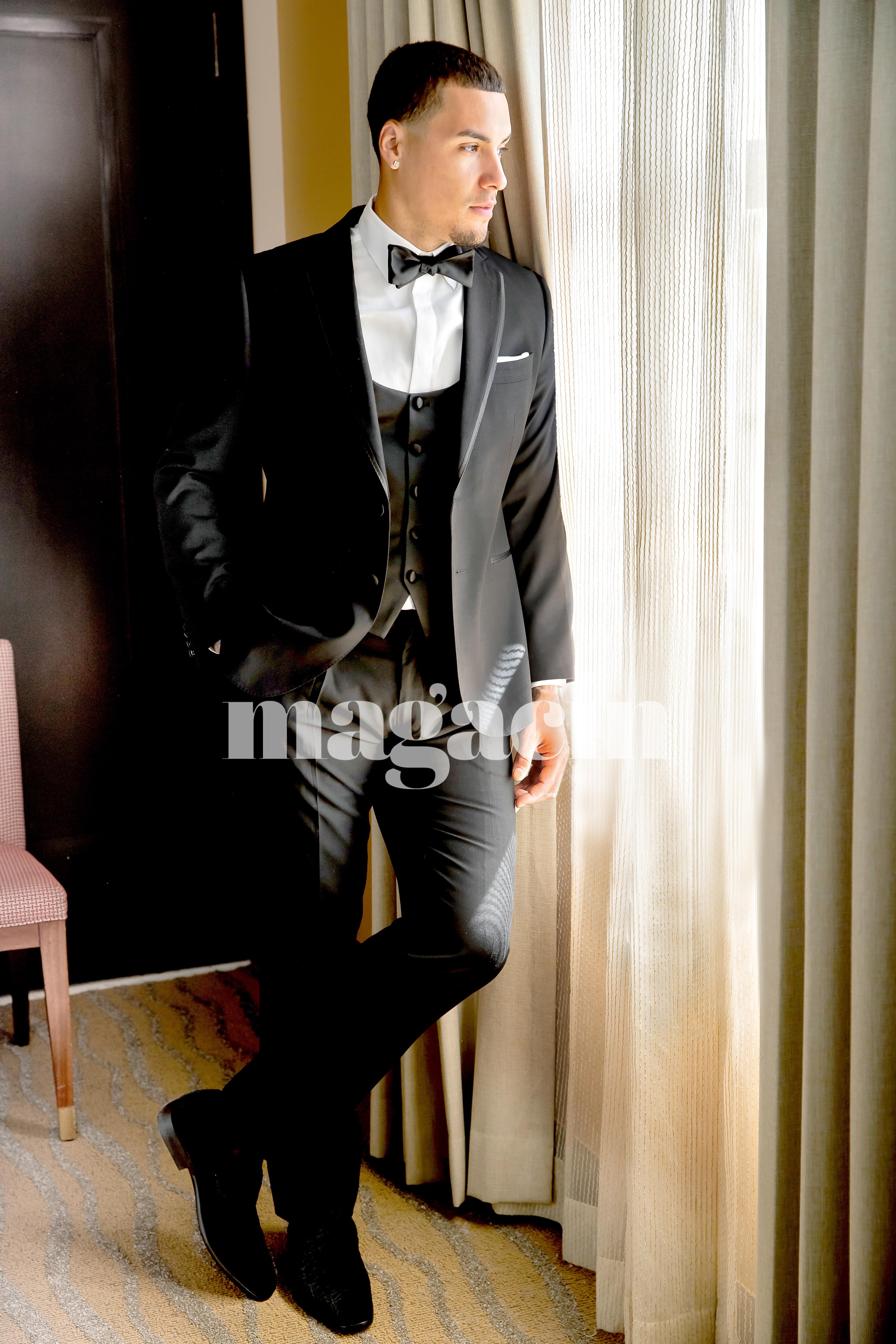 El novio lució un traje hecho a la medida por Leonardo Cordero Suria, y el saco contó con detalles alusivos al apodo que se ha ganado por sus impresionantes jugadas: El Mago. (Suministrada/ Claudette Montero)
