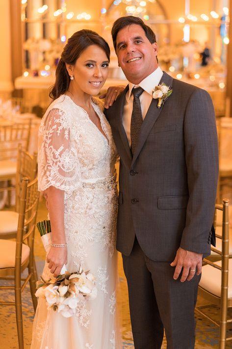 Vestido de la novia por David Antonio. Tocado y accesorios en Swarovski, Eva Guadalupe. Atuendo del novio, Clubman y accesorios de Hugo Boss. (Foto: Wilo Rosado)