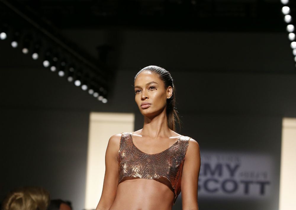 Joan Smalls desfila de Jeremy Scott. (Foto: AP)