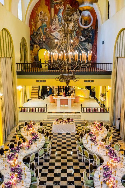 La recepción  se llevó a cabo en el Salón Campeche del Hotel El Convento. Ambientación por  Akua/ The Lounge.