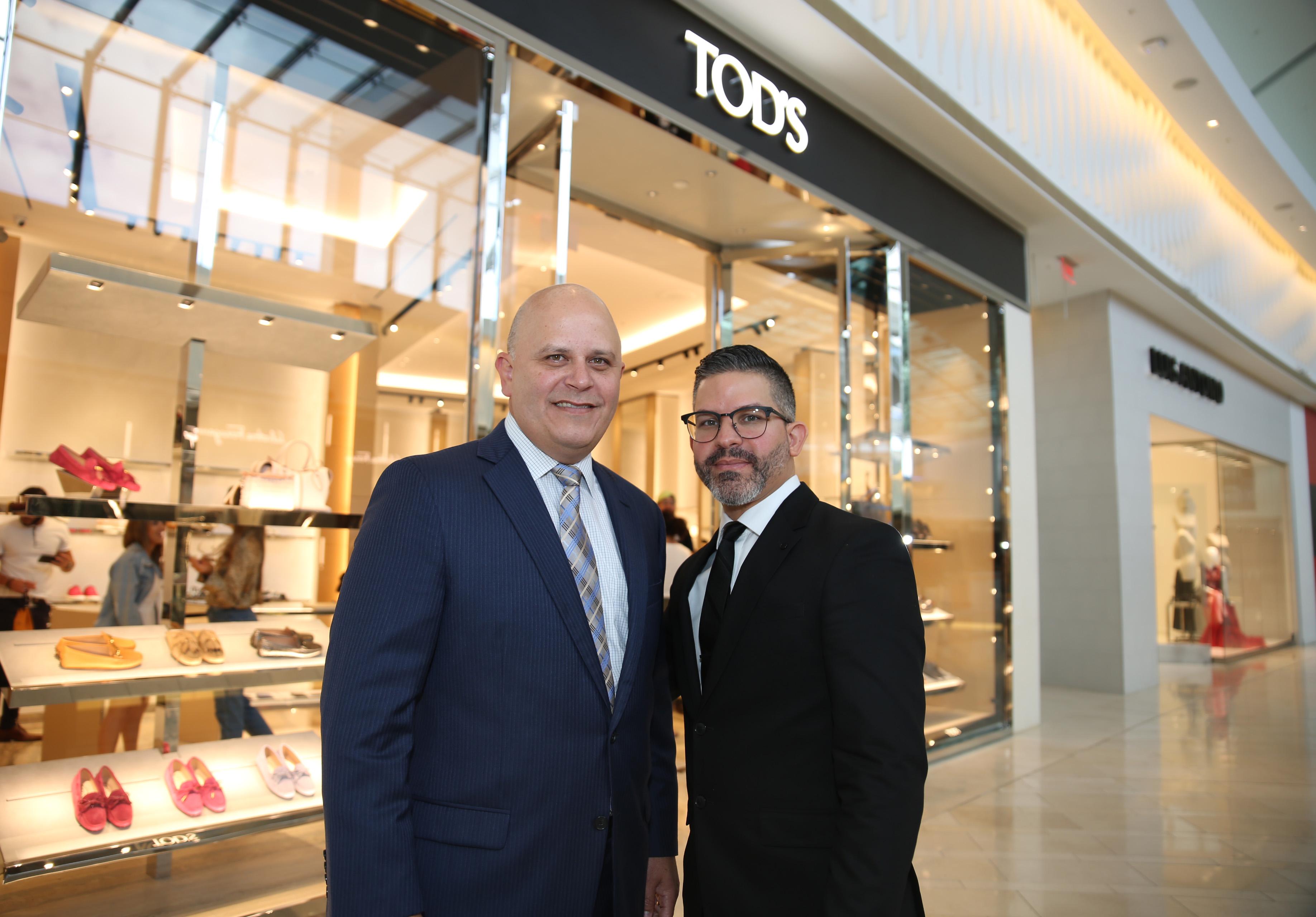José Ayala, gerente general de The Mall of San Juan, junto a Carlos Vélez, gerente general de Tod's. (Suministrada)