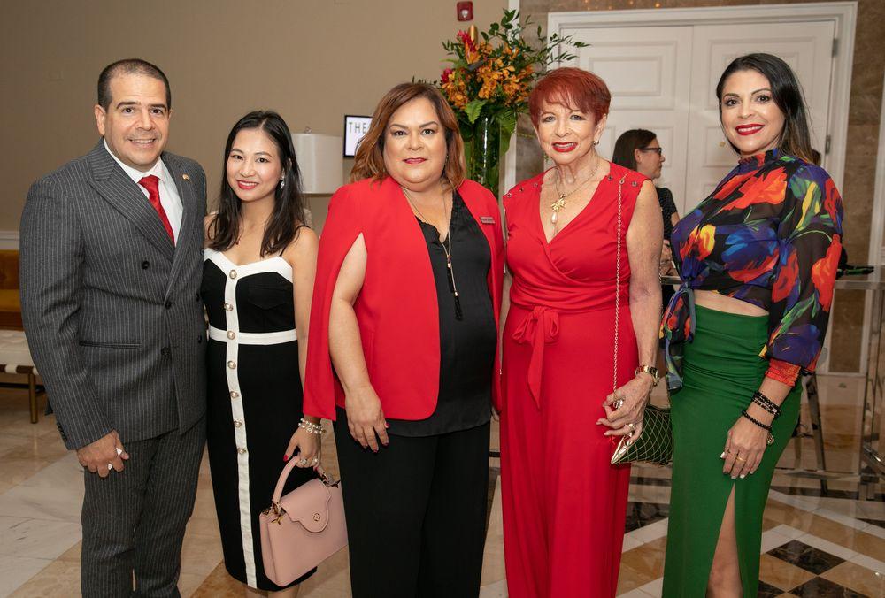 José Ledesma, Hazel Wong,  Irasema Serrano, Dunia F Macgregor y Teresa Hernández. Foto suministrada