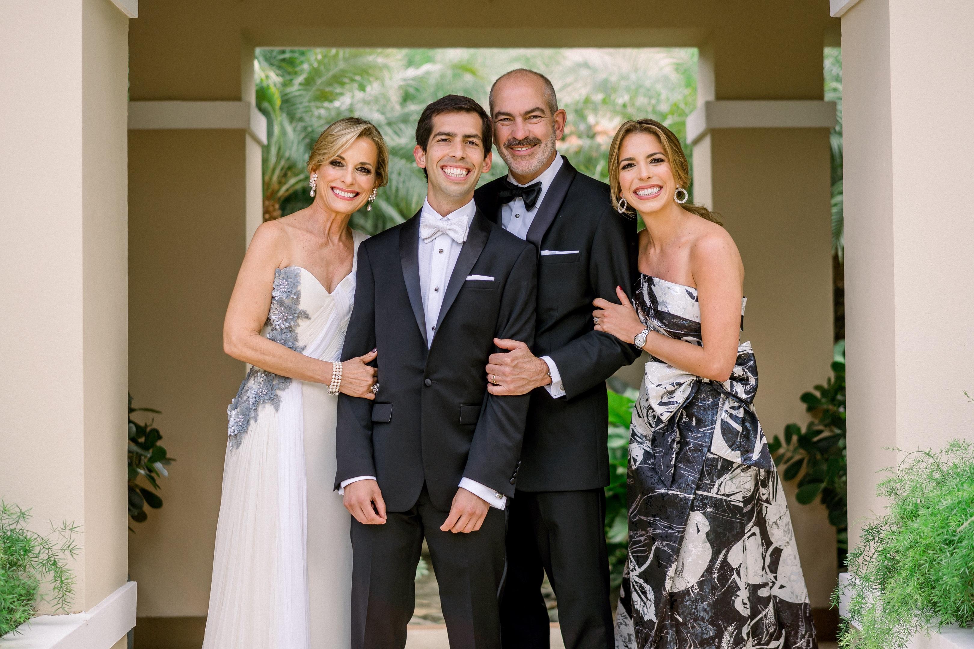 El novio junto a su familia.  (Foto: José Ruiz Photography)