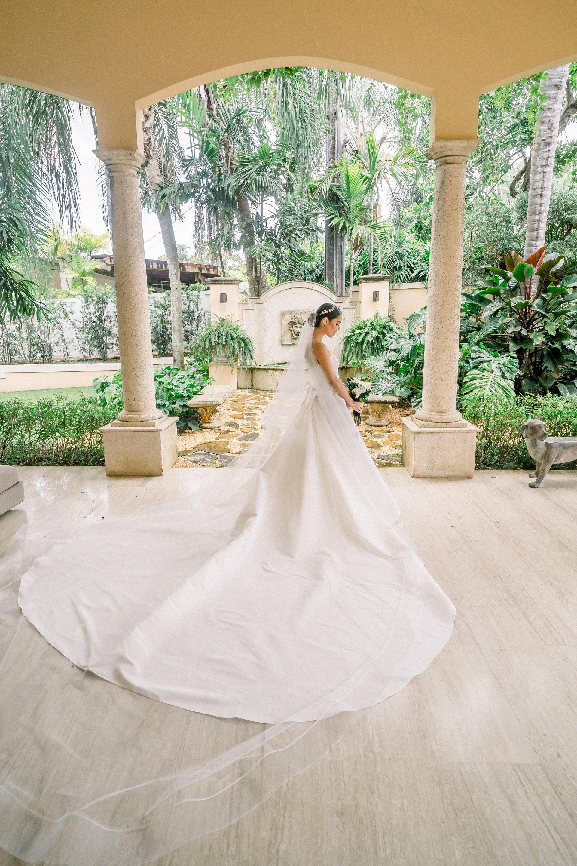 Atuendo de la novia: Harry Robles (Foto: José Ruiz Photography)