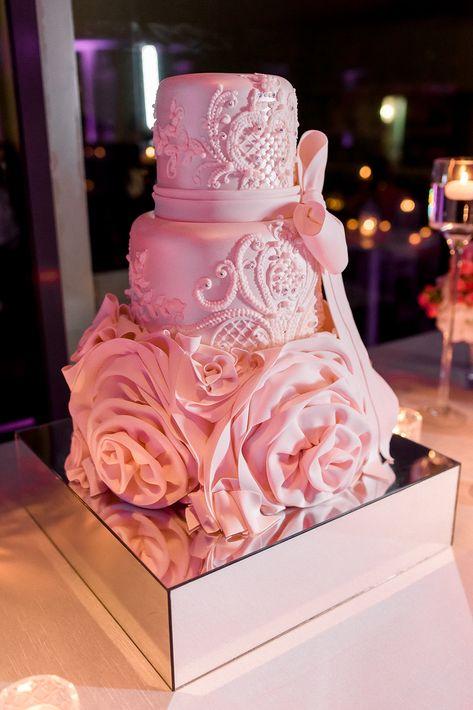 Bizcocho: C+M Cake Designers.