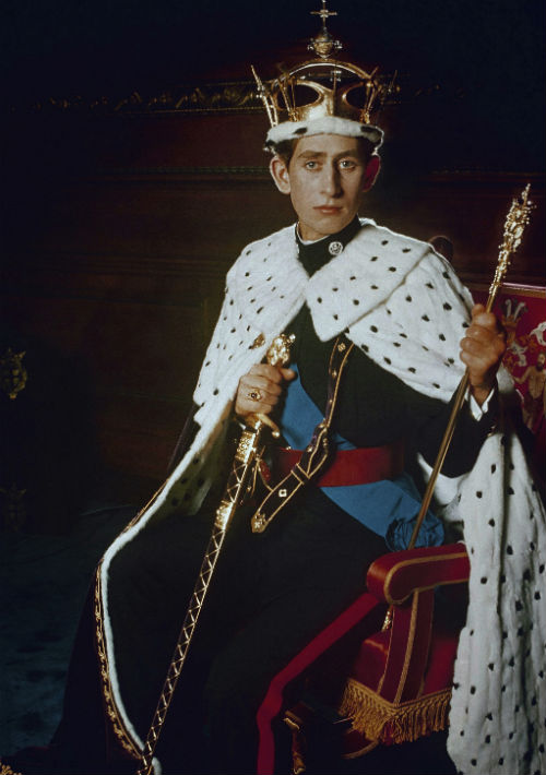 1969. Charles luce su investidura como el príncipe de Gales. (AP)