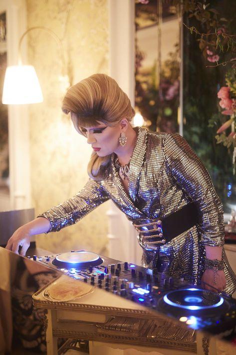 El DJ puso a todos a bailar con los mejores éxitos de música disco de los años 70, la de los 80 y electrónica. Fotos Paul Blind, Francois Goizé, Valentin Lecron.