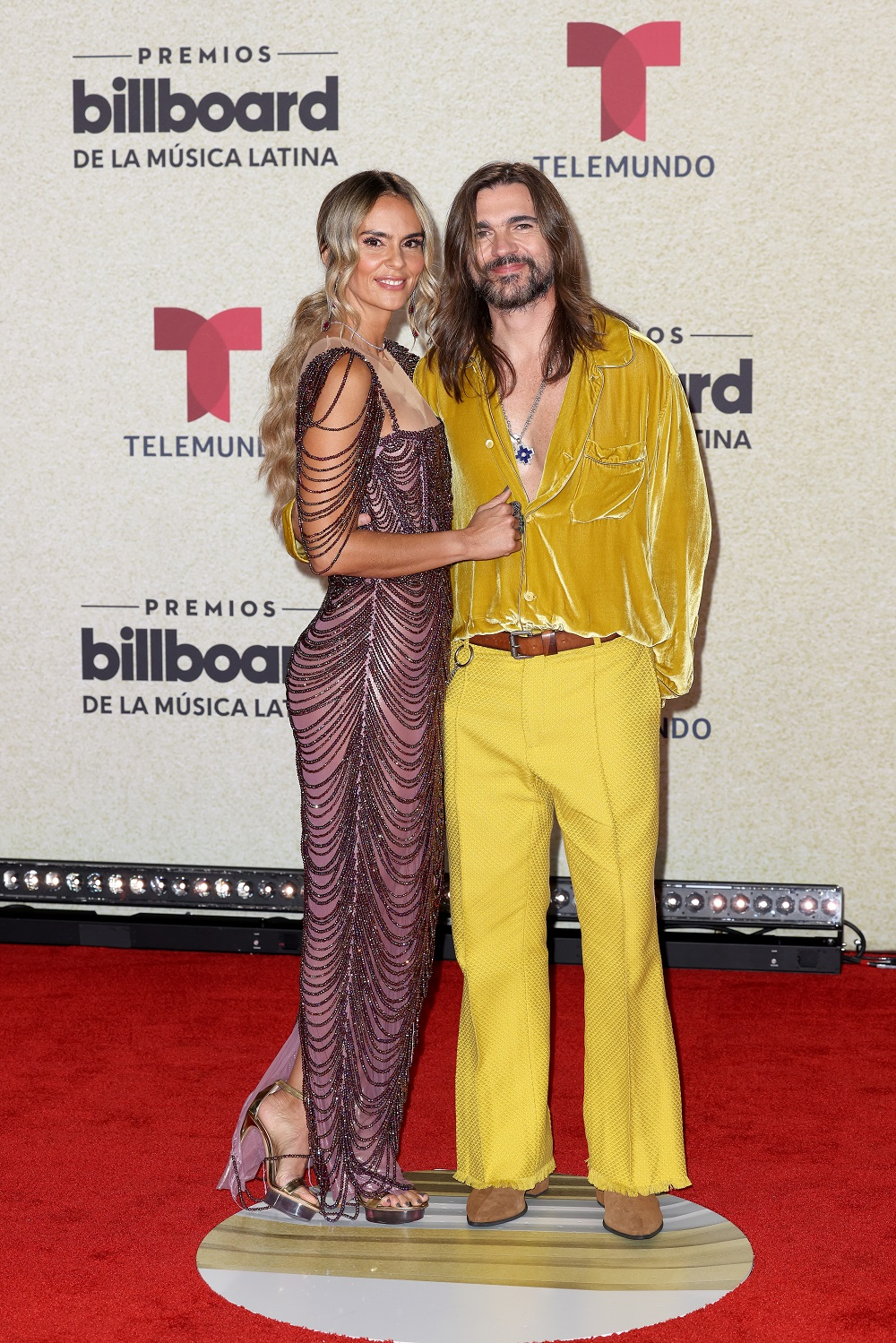 Juanes y su esposa, Karen Martínez.  (Suministrada/ Telemundo)
