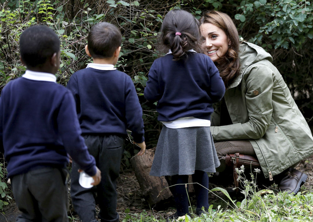 La duquesa de Cambridge, Kate Middleton, asistió a su primer evento oficial tras culminar su maternidad pro el nacimiento del príncipe Louis. (Peter Nicholls/Pool Photo via AP)