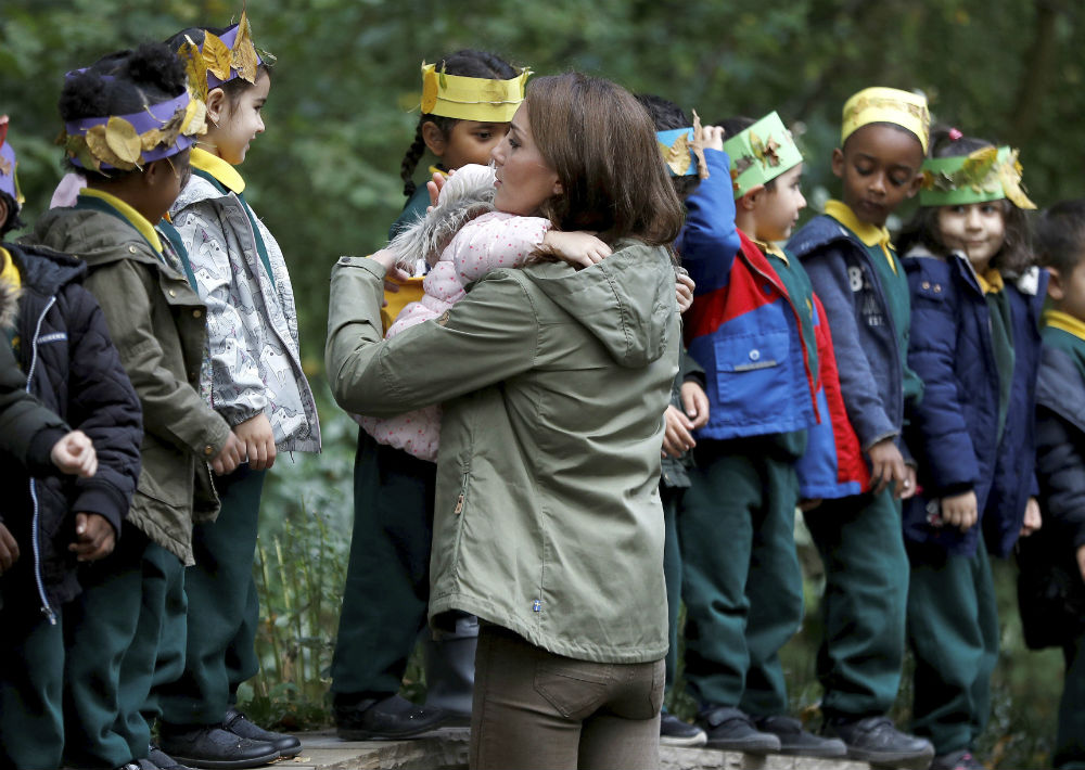 Middleton compartió con estudiantes de Sayers Croft Forest School and Wildlife Garden en Londres. (Peter Nicholls/Pool Photo via AP)