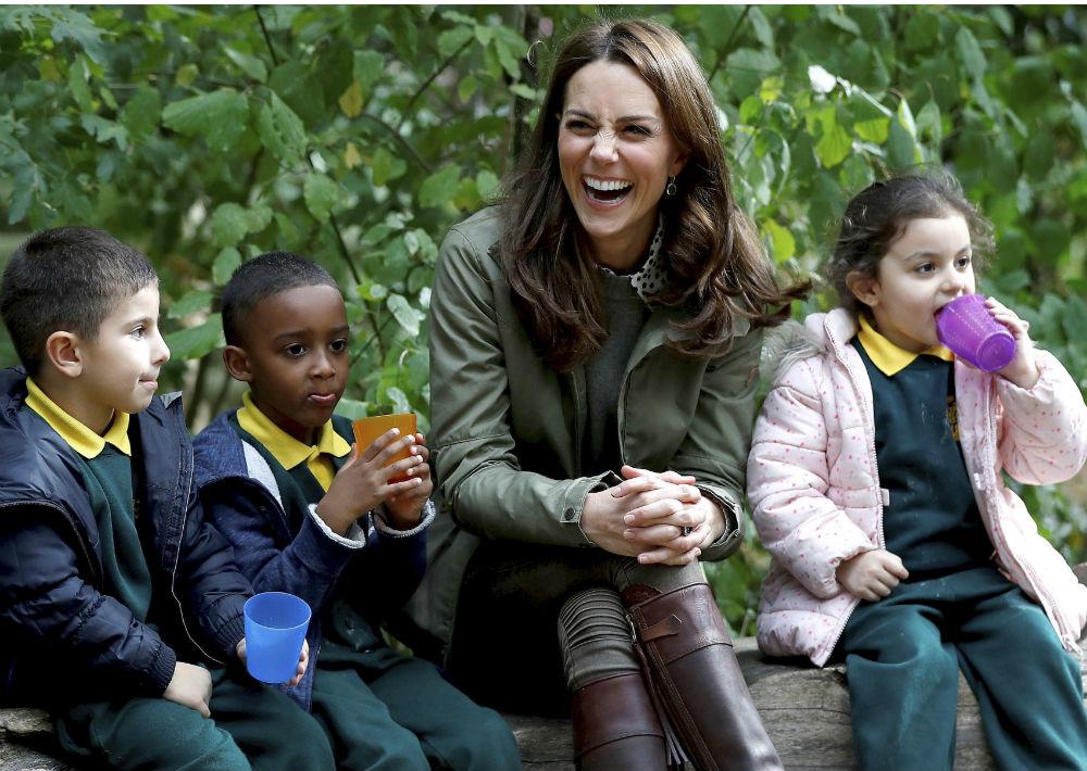 La familia real anunció que Middleton estará cada vez más concentrada en la crianza de sus tres hijos. (Peter Nicholls/Pool Photo via AP)