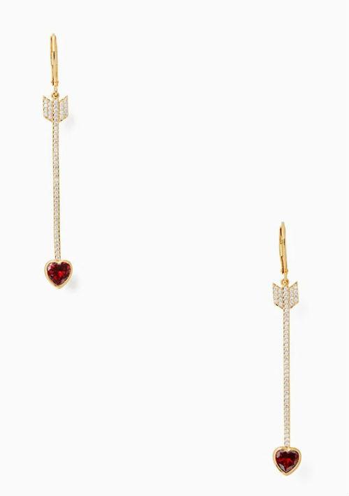 Pantallas de flecha y corazón, de Kate Spade. (Foto: Suministrada)