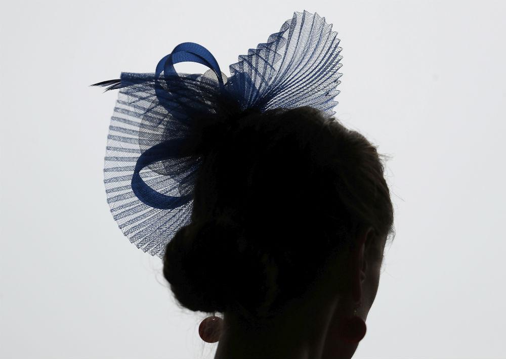 Se estima que el 90% de las mujeres que asisten al evento usan un sombrero. (Foto: AP/John Minchillo)