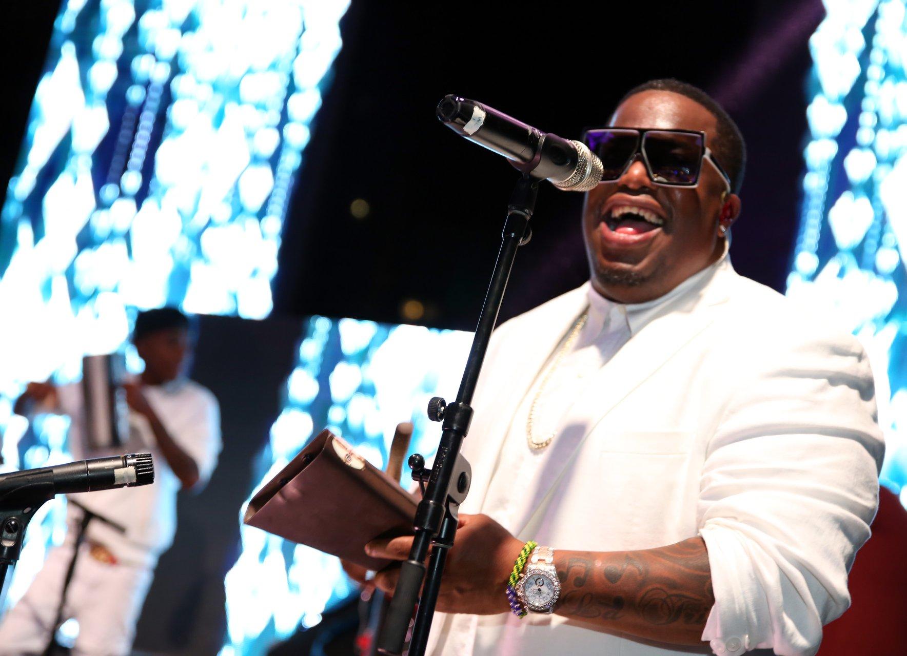 La Tribu de Abrante fue parte de las presentaciones especiales de la noche. También se escuchó la música de DJ Gandhi y desde los escenarios de la vida nocturna de Miami, Florida, DJ Iron Lyon. Suministradas