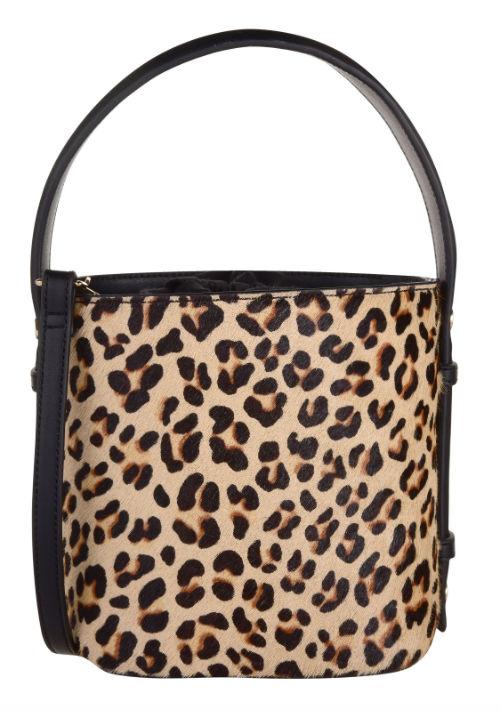 El leopardo es el rey de los estampados del fin de año y llevado en una cartera le brinda ese toque exótico y diferente a tu ajuar. Cartera de Topshop. (Foto: WGSN)